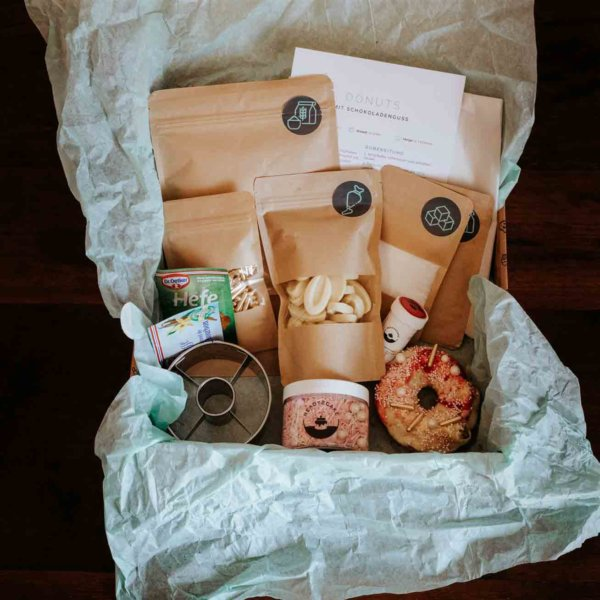 Backbox_valentine Donuts